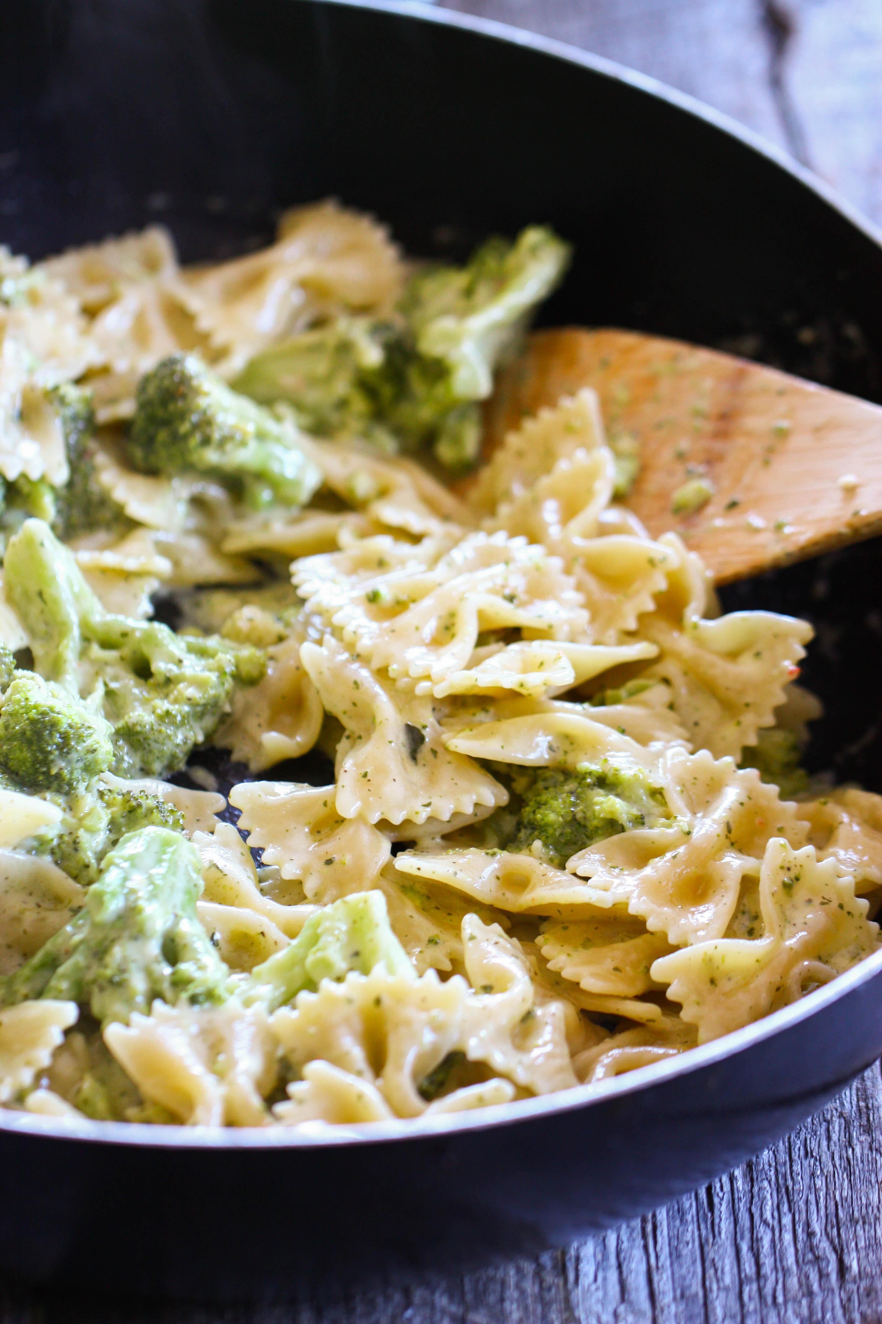 Bowtie Pasta Alfredo With Tuscan Broccoli Eat Live Run